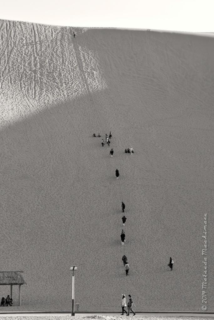 The amazing human ;- ) at Gobi desert, Dunhuang