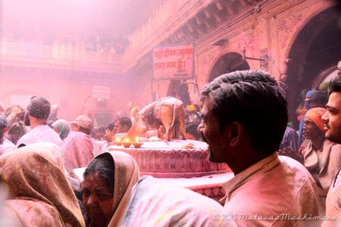 Capturing moments around the temple
