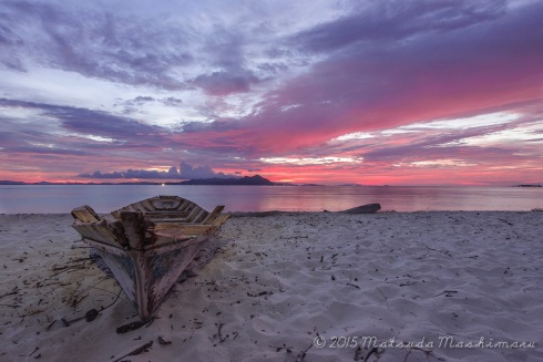 Catching the last color of the day at Maiga Island. Yeah ... I admit , another boat as my foreground ...
